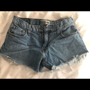 Signature Levi's cut-off jean shorts